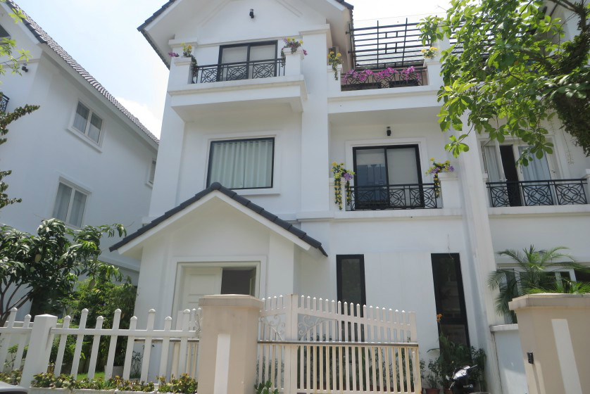 02 bedrooms semi-detached villa in Vinhomes Riverside Hanoi rent