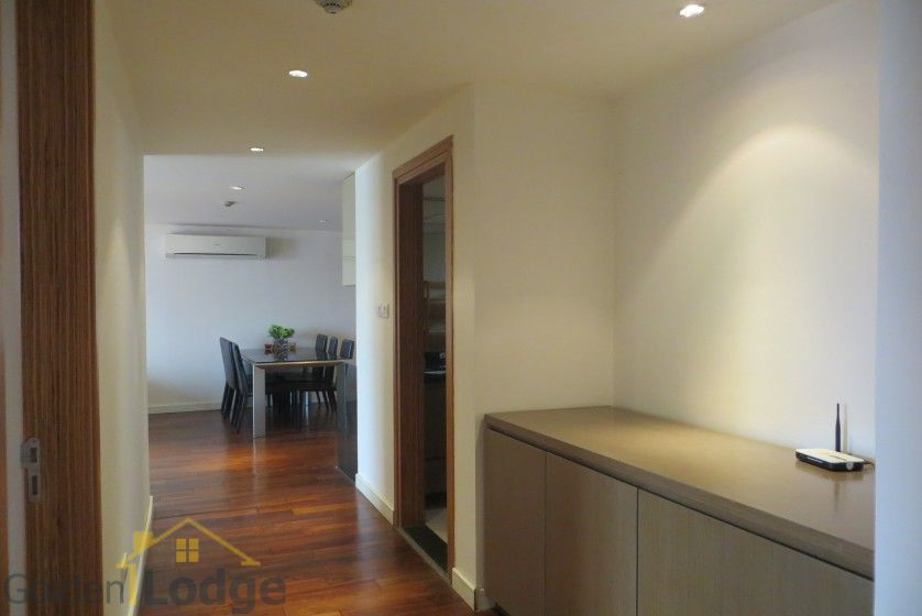 2 bedrooms 2 bathrooms apartment in Tay Ho for rent 1
