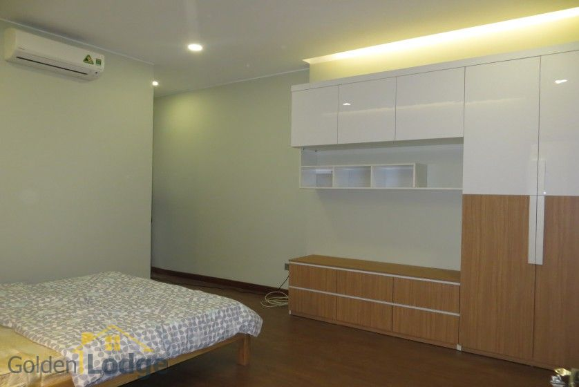 3 bedroom apartment for rent in Trang An Complex Cau Giay 9