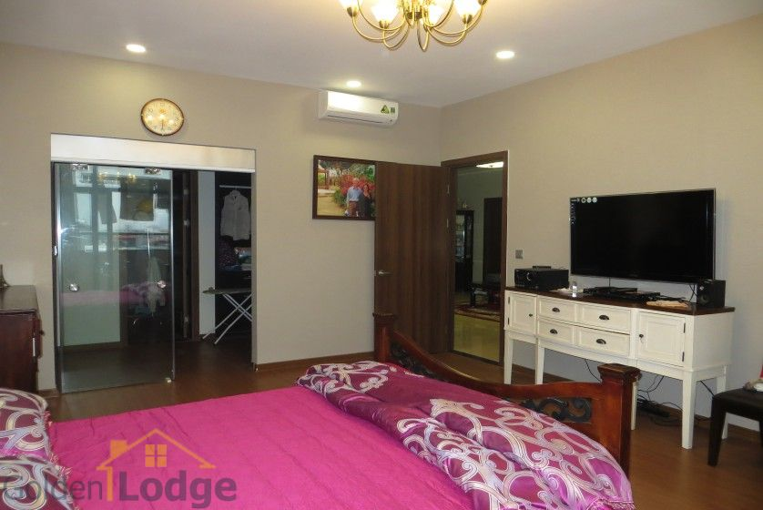 Apartment in Trang An Complex 3 double beds, 154m2 8