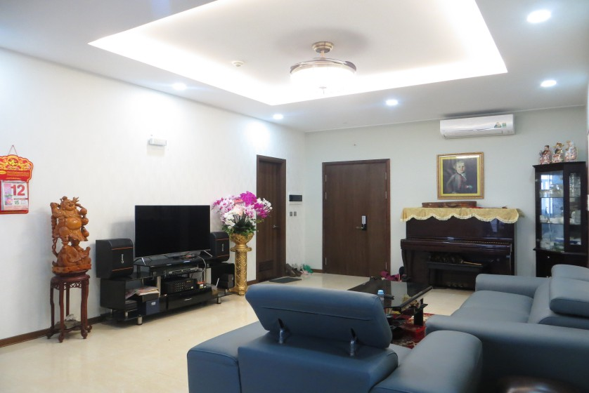 Apartment in Trang An Complex 3 double beds, 154m2