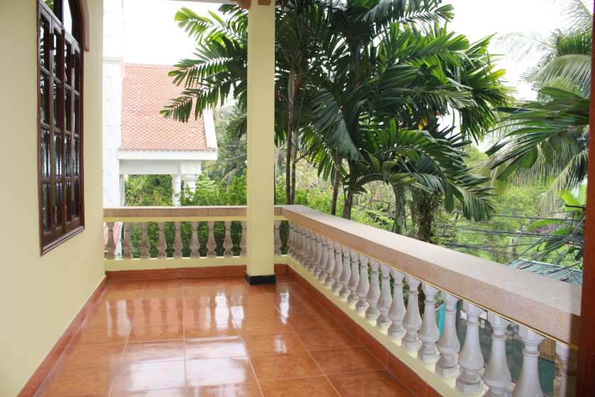 Dang Thai Mai house for rent in Tay Ho partly furnished