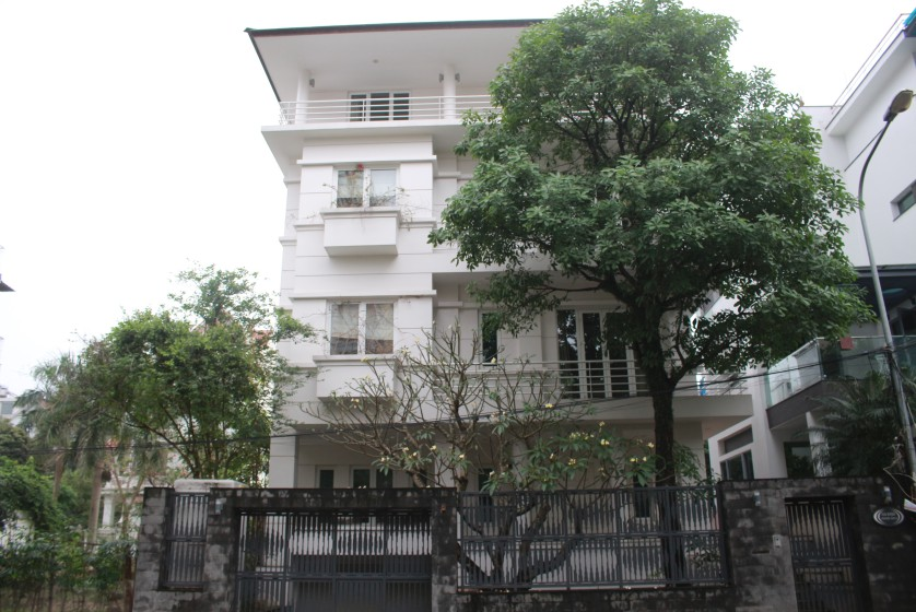 Detached Tay Ho villa to rent with partly furnished 5bed
