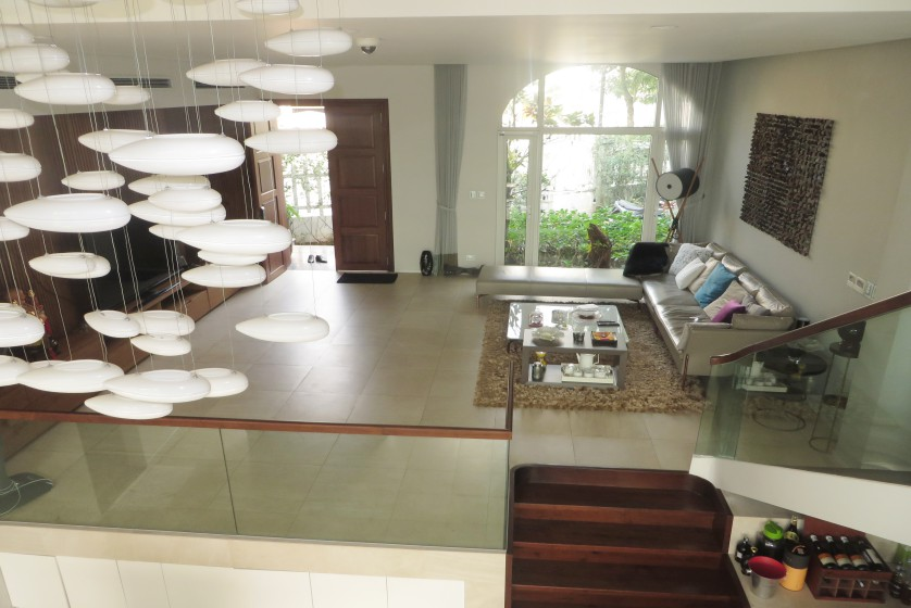Furnished 3 bedroom villa in Vinhomes Riverside Hanoi to rent