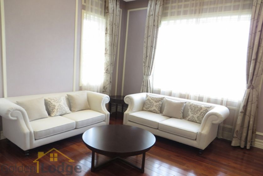 Furnished 3 bedrooms in Vinhomes Riverside villa rental in Long Bien 12