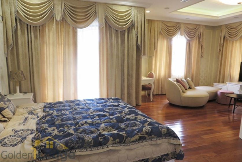 Furnished 3 bedrooms in Vinhomes Riverside villa rental in Long Bien 14