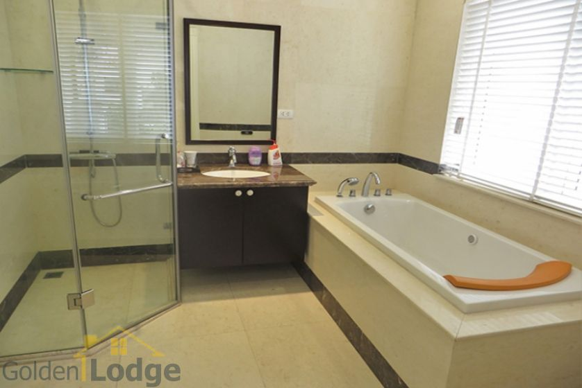 Furnished 3 bedrooms in Vinhomes Riverside villa rental in Long Bien 23