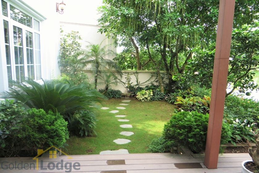 Furnished 3 bedrooms in Vinhomes Riverside villa rental in Long Bien 3