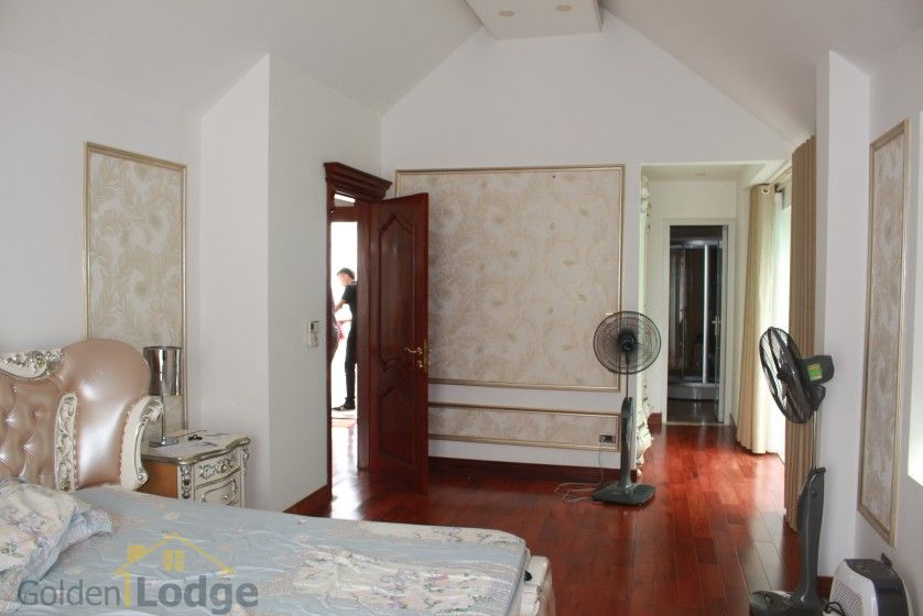 Furnished 4 bedroom Vinhomes Riverside villa rent next to BIS 19