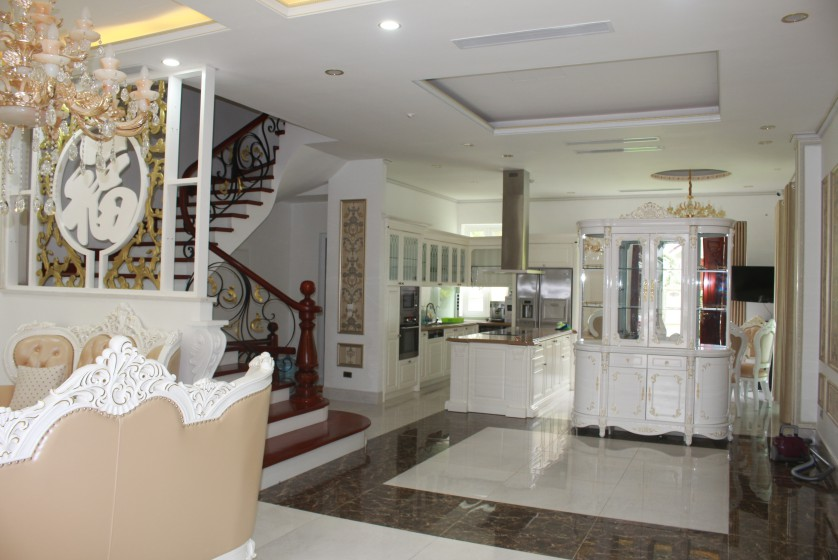 Furnished 4 bedroom Vinhomes Riverside villa rent next to BIS 5