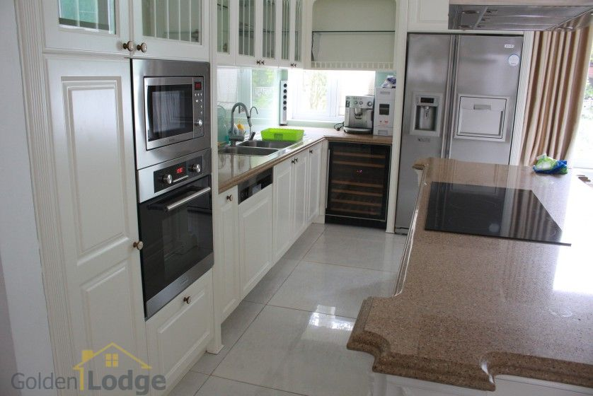 Furnished 4 bedroom Vinhomes Riverside villa rent next to BIS 7