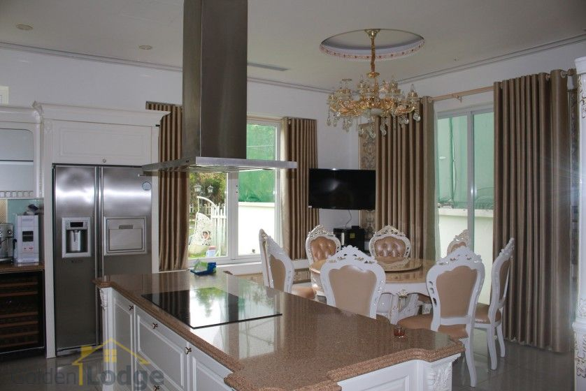 Furnished 4 bedroom Vinhomes Riverside villa rent next to BIS 8