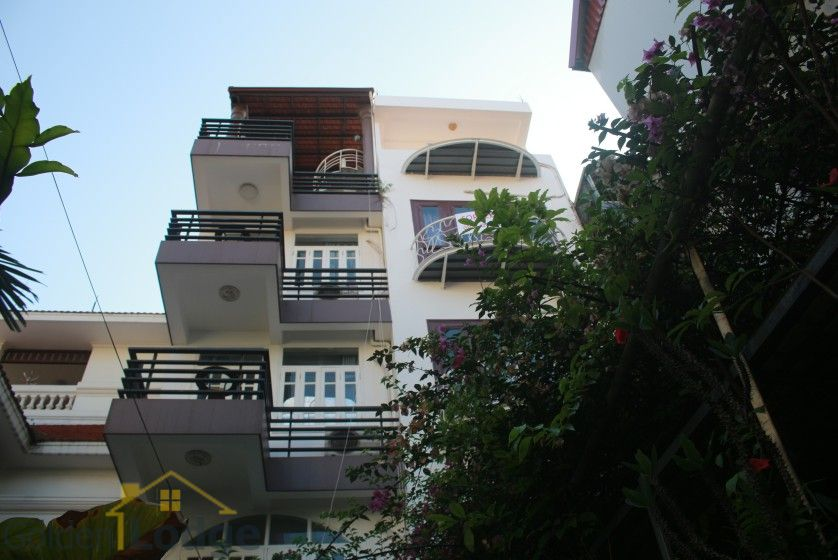 Furnished house in Nghi Tam Tay Ho for rent with garden 2