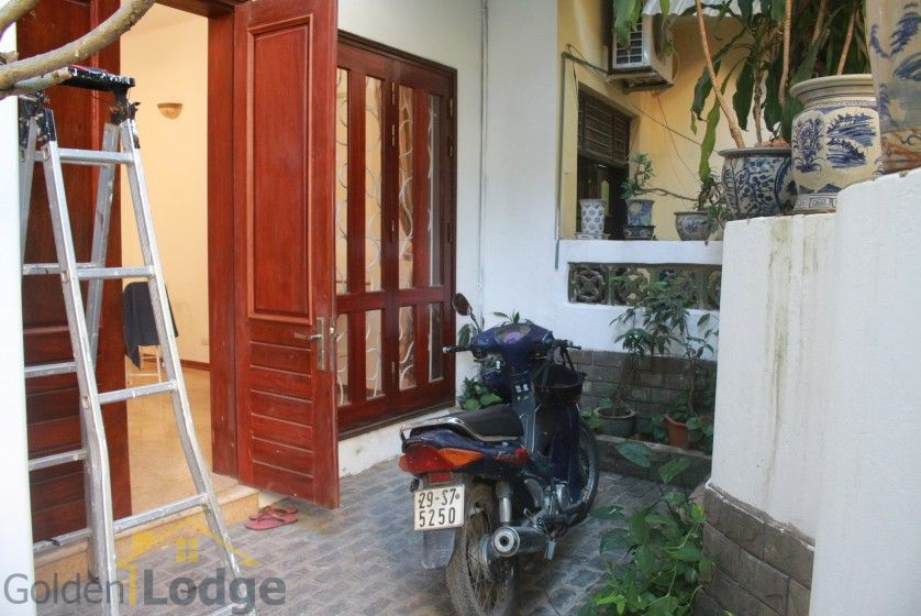 Furnished house in Nghi Tam Tay Ho for rent with garden 3