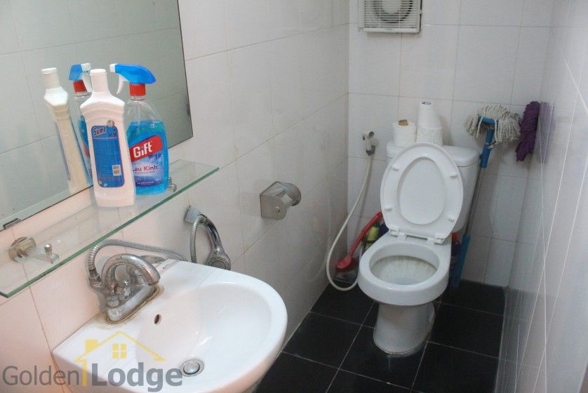 Furnished house in Nghi Tam Tay Ho for rent with garden 7