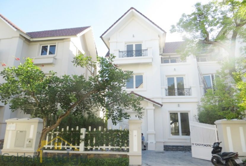 Garden 4 bedroom villa for rent in Vinhomes Riverside Hanoi 1