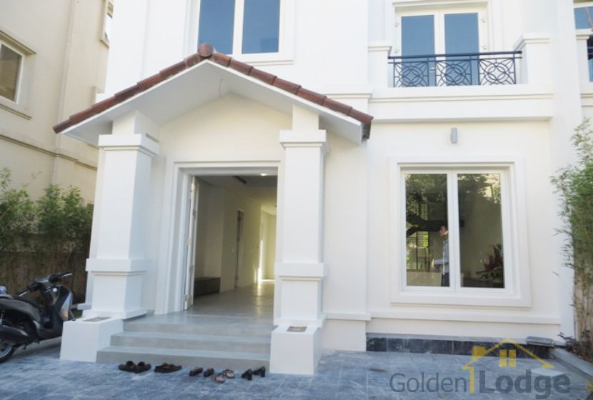 Garden 4 bedroom villa for rent in Vinhomes Riverside Hanoi 2