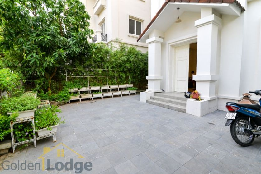 Garden 4 bedroom villa for rent in Vinhomes Riverside Hanoi 3