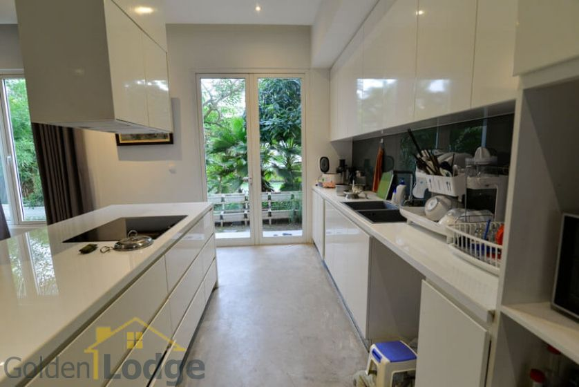 Garden 4 bedroom villa for rent in Vinhomes Riverside Hanoi 8