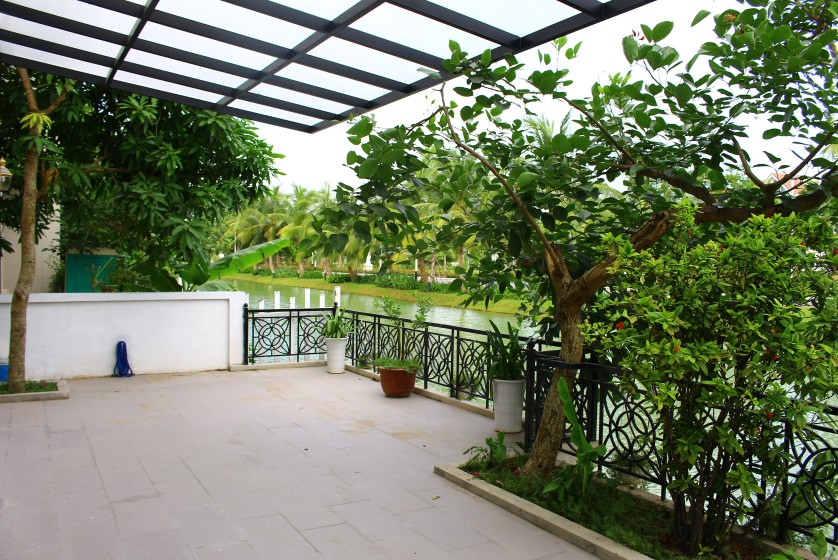 Hanoi villa for lease at Vinhomes Riverside nearby BIS furnished