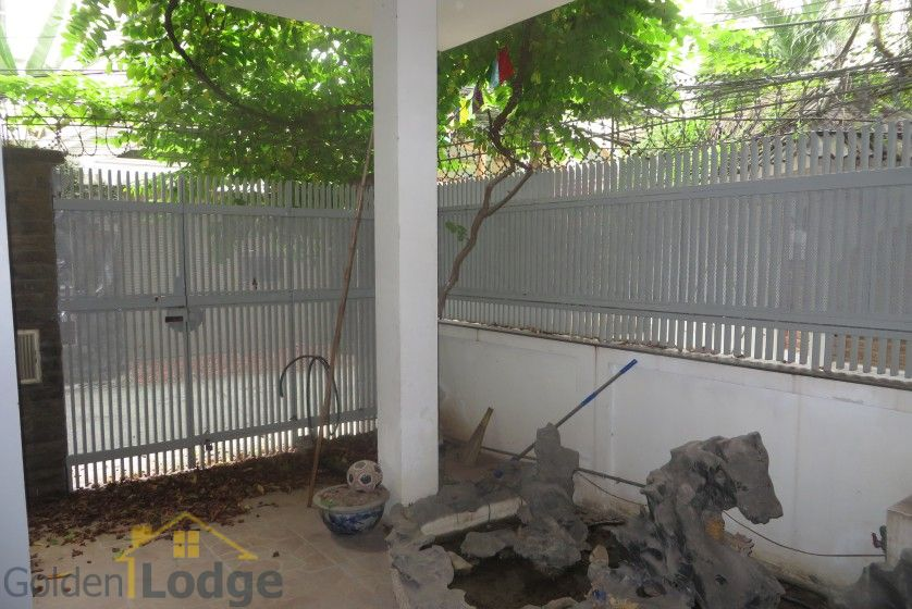 House to lease in Tay Ho 6 bedrooms near Water Park 1
