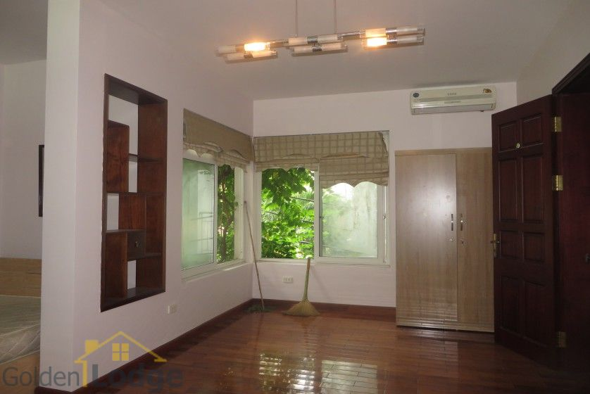 House to lease in Tay Ho 6 bedrooms near Water Park 10