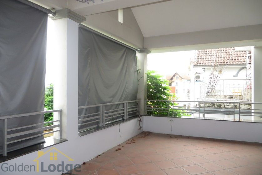 House to lease in Tay Ho 6 bedrooms near Water Park 21