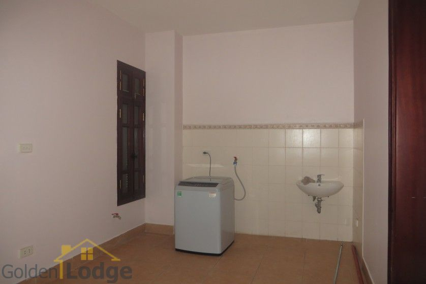 House to lease in Tay Ho 6 bedrooms near Water Park 22