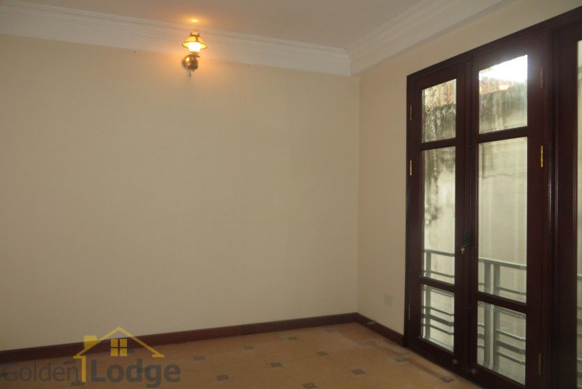 House to lease in Tay Ho 6 bedrooms near Water Park 23
