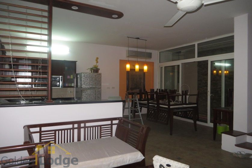 House to lease in Tay Ho 6 bedrooms near Water Park 3