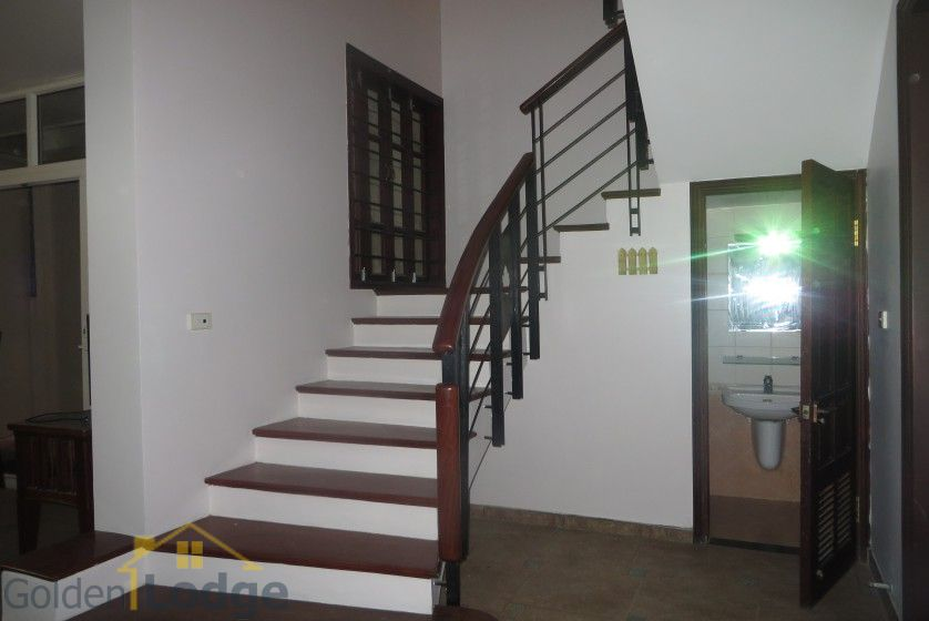 House to lease in Tay Ho 6 bedrooms near Water Park 6
