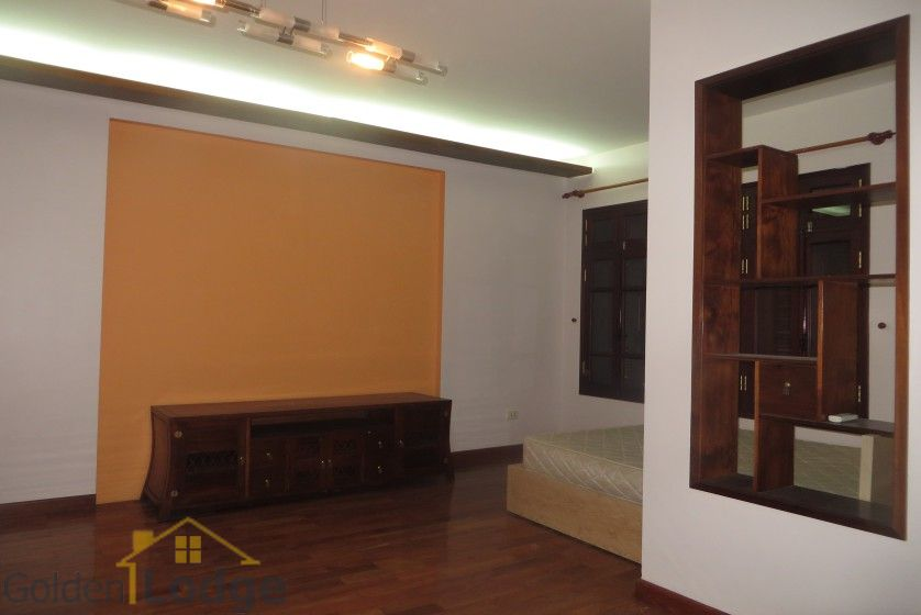 House to lease in Tay Ho 6 bedrooms near Water Park 8