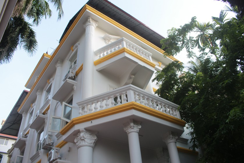 Large garden Tay Ho house for rent Hanoi with 5 bedrooms