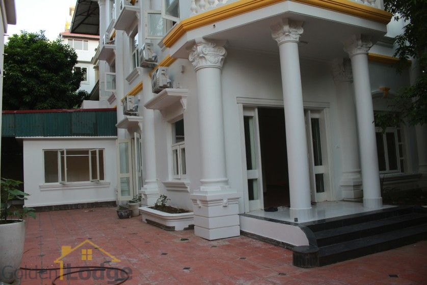 Large garden Tay Ho house for rent Hanoi with 5 bedrooms 1