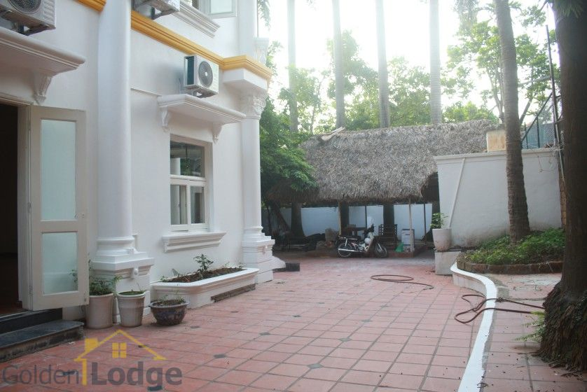 Large garden Tay Ho house for rent Hanoi with 5 bedrooms 2
