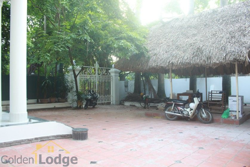 Large garden Tay Ho house for rent Hanoi with 5 bedrooms 3