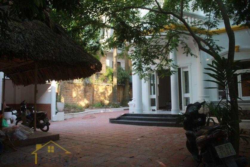 Large garden Tay Ho house for rent Hanoi with 5 bedrooms 4