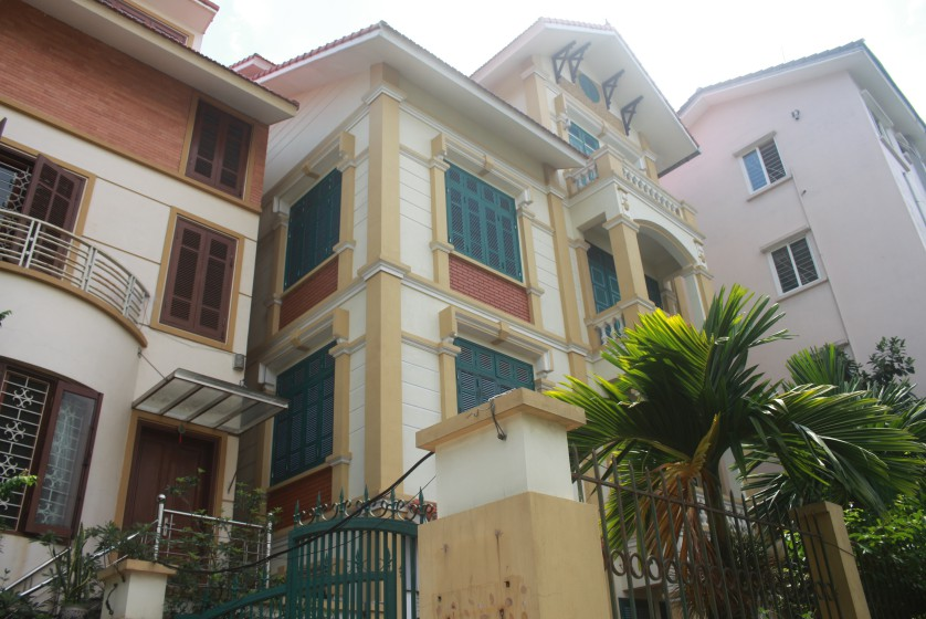 Large unfurnished house for lease in Lac Long Quan str near Ciputra