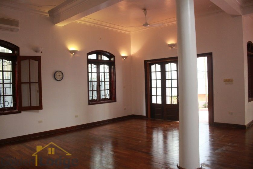 Large yard house to rent in Tay Ho Westlake 4 bedrooms 10