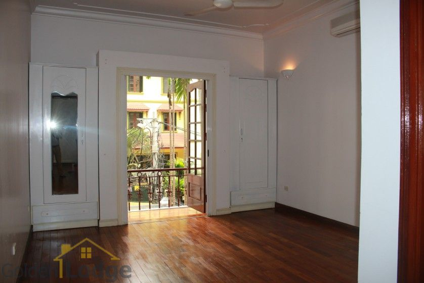 Large yard house to rent in Tay Ho Westlake 4 bedrooms 11