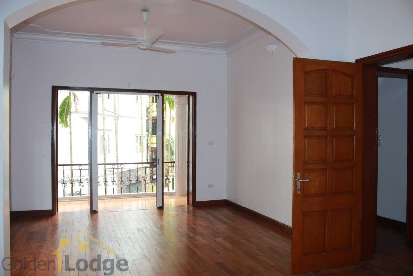 Large yard house to rent in Tay Ho Westlake 4 bedrooms 14
