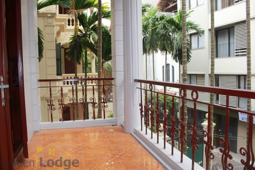 Large yard house to rent in Tay Ho Westlake 4 bedrooms 16