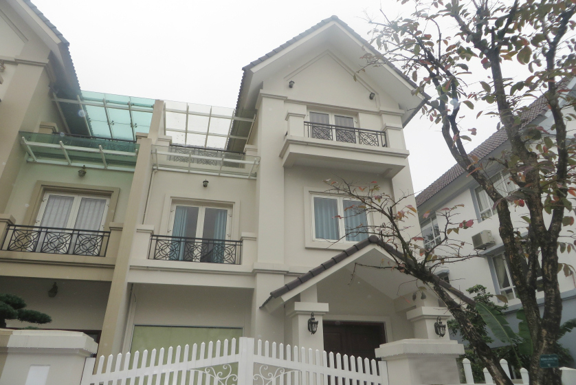 Like new 3 bedroom villa in Vinhomes Riverside to rent