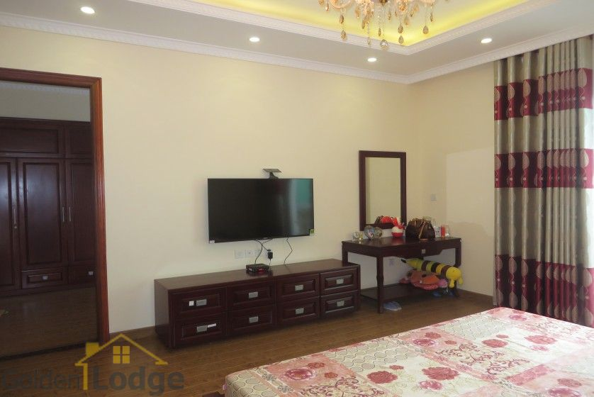 Luxury furniture Vinhomes Riverside villa rental furnished 4 beds 13