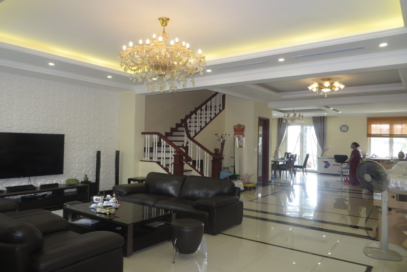 Luxury furniture Vinhomes Riverside villa rental furnished 4 beds 4