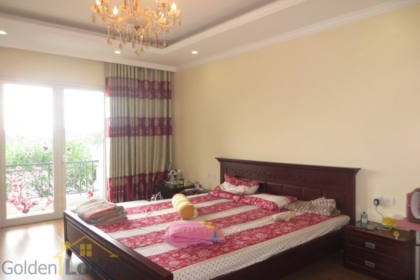 Luxury furniture Vinhomes Riverside villa rental furnished 4 beds 8