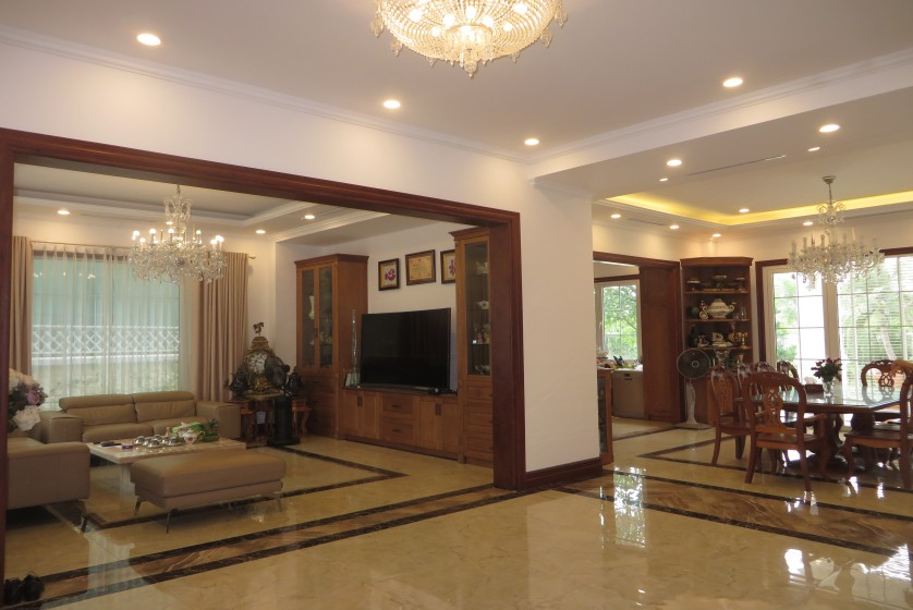 Luxury Vinhomes Riverside villa with large garden, elevator