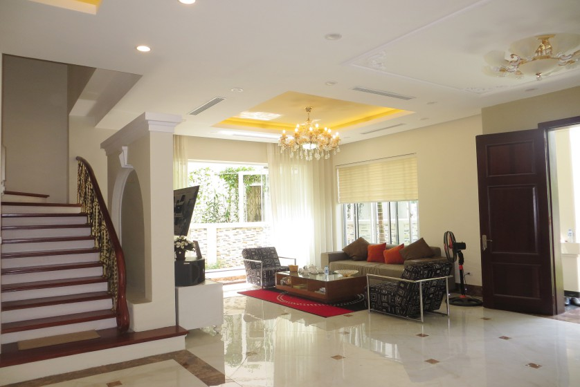 Rent Vinhomes Riverside villa at Hoa Phuong near BIS