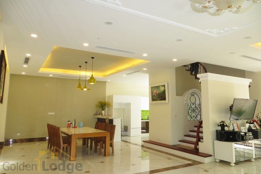 Rent Vinhomes Riverside villa at Hoa Phuong near BIS 1