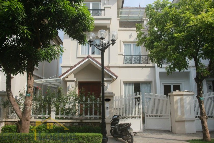Spacious Vinhomes Riverside villa for rent with furnished nearby BIS 1
